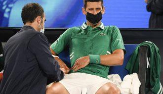 Djokovic thoát nguy thành công tại vòng ba Australia Mở rộng 2021