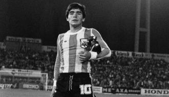 """Đôi nét về huyền thoại bất tử của làng bóng đá: """"Cậu bé vàng"""" Maradona"""
