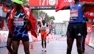 Kỷ lục gia người Kenya Eliud Kipchoge thất bại tại London Marathon 2020