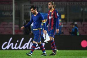 Một thông tin được tờ El Mundo (Tây Ban Nha) rò rỉ gần đây cho thấy Messi có thể nhận tổng cộng 555.237.619 euro (492 triệu bảng Anh) trong bản hợp đồng 4 năm từ năm 2017 đến 2021 với Barca. Nó bao gồm mức lương cố định, tiền thưởng lòng trung thành và các khoản thưởng khác tùy thành tích cá nhân của Messi tại Barca trong 4 năm này. Trong hợp đồng, Messi kiếm được 616.172 bảng Anh khi giành danh hiệu cầu thủ xuất sắc nhất FIFA năm 2019. Cầu thủ người Argentina cũng được đảm bảo mức thưởng 3,1 triệu bảng Anh nếu Barca vô địch Champions League. Tuy nhiên, Messi không nhận được khoản này vì Barca không đăng quang Champions League từ năm 2015 đến nay.