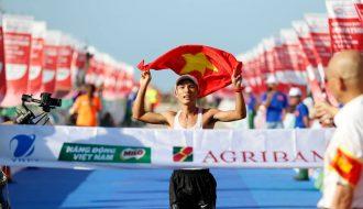 VĐV Hoàng Nguyên Thanh vô địch cự ly 42km tại Marathon Tiền Phong